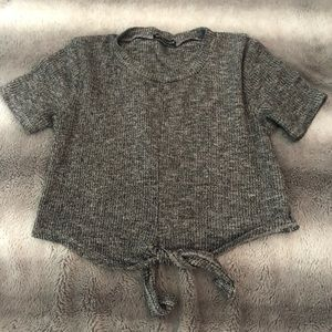 Gray crop top with a knot